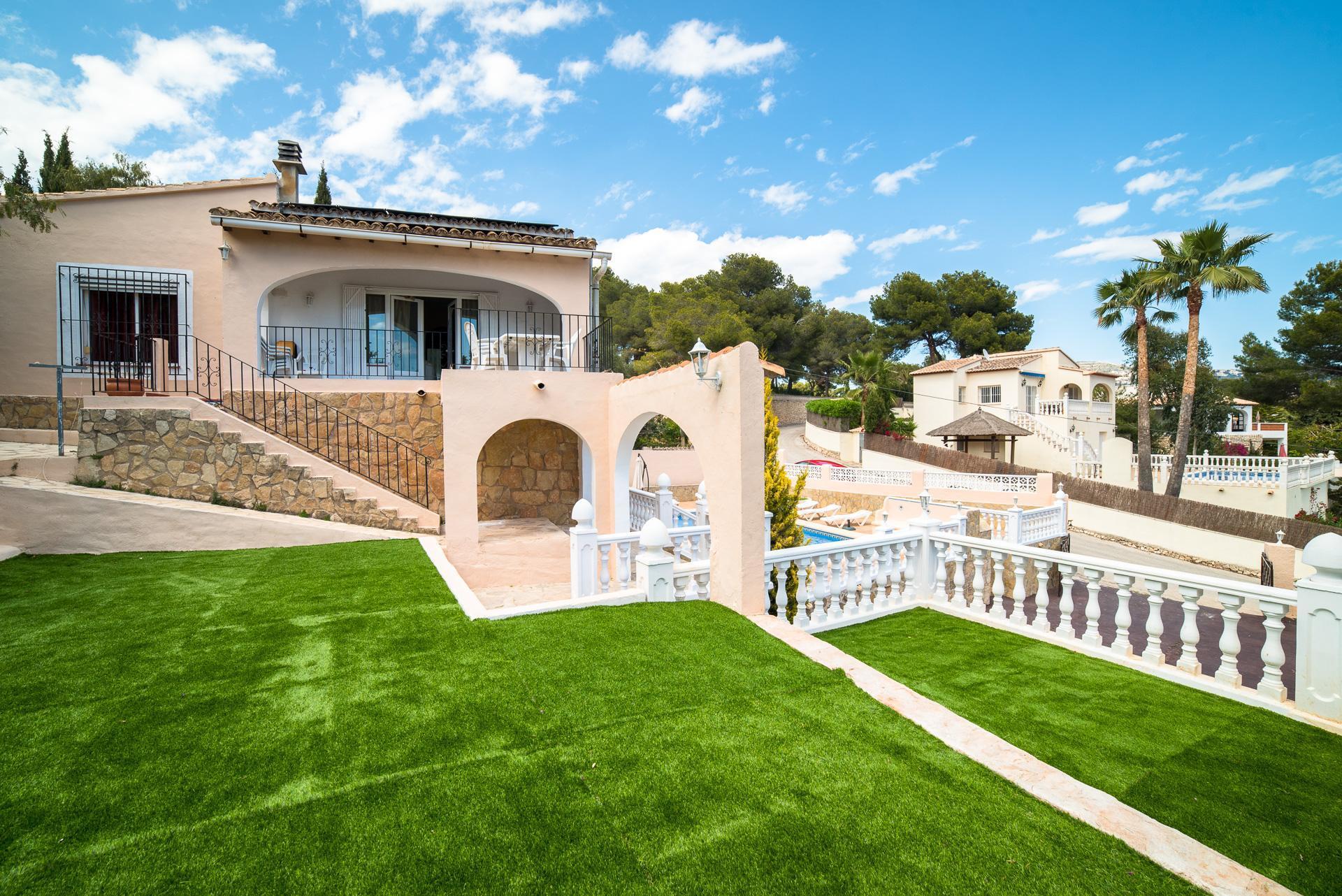 Villa vue mer à vendre à distance de marche à Moraira