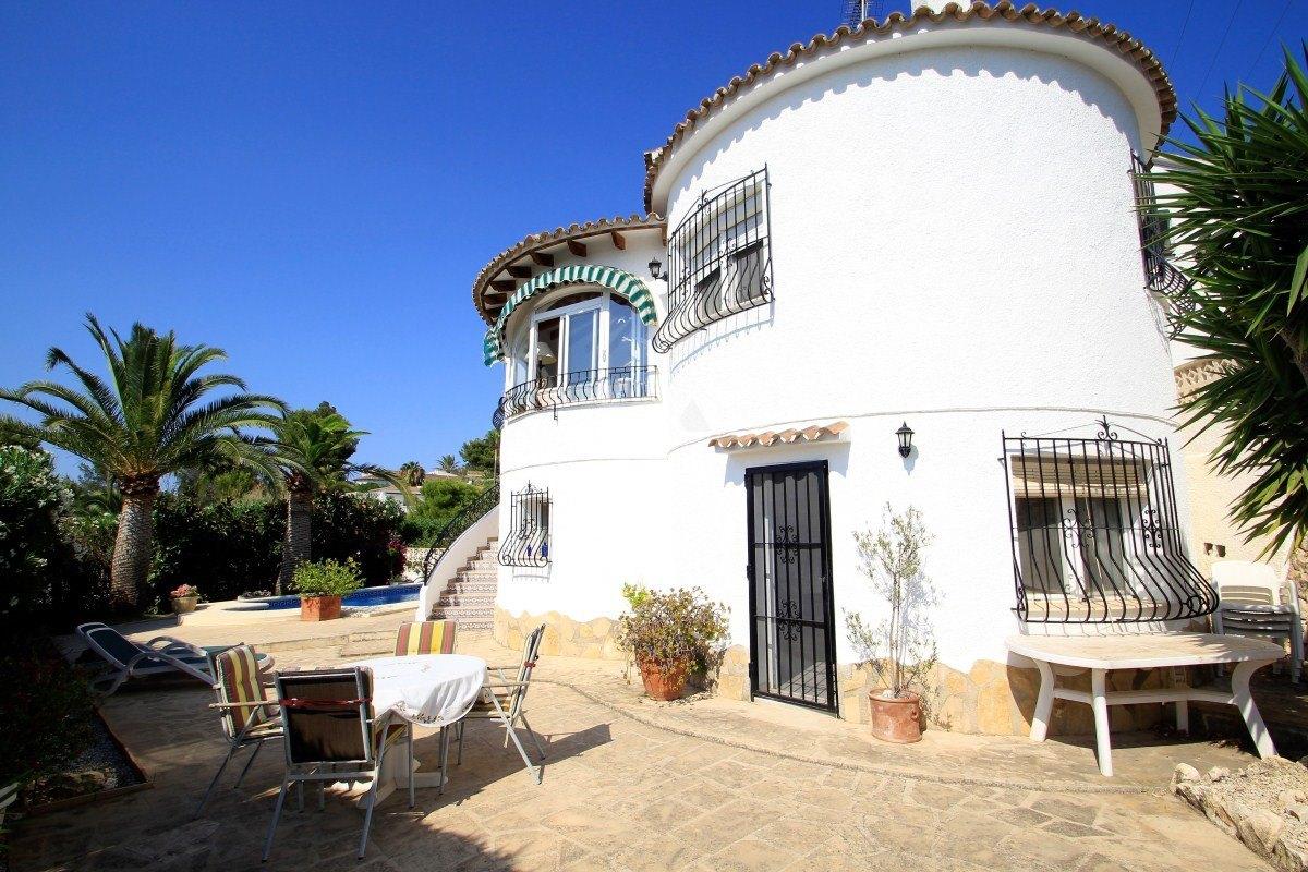 Villa individuelle à vendre à Moraira, proche commodités.