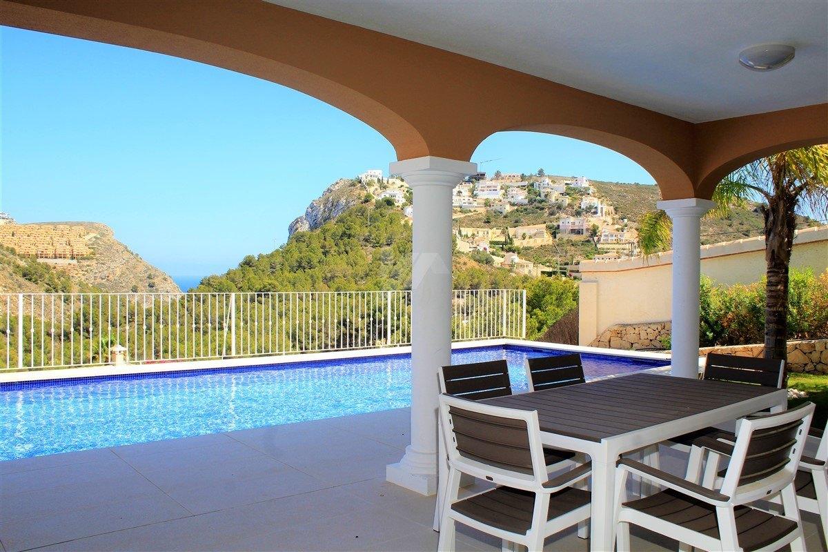 Construction neuve villa à vendre à Moraira, vue sur la mer.