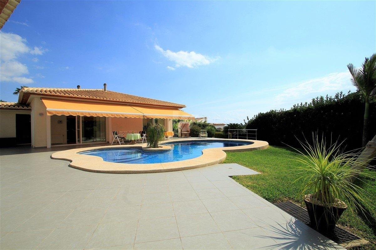Villa de luxe à vendre à Calpe, sur la mer.
