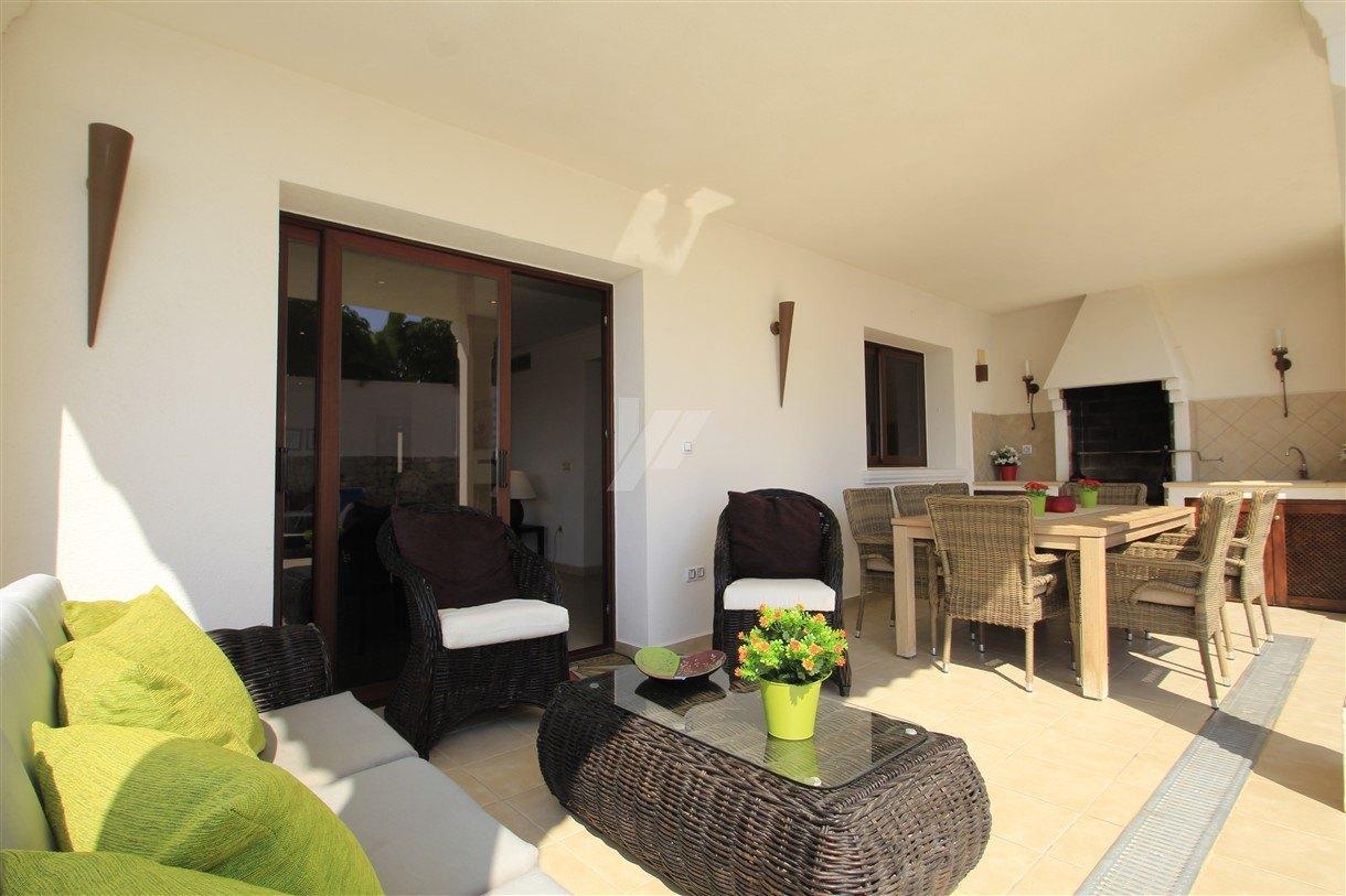 Villa avec vue sur la mer immaculée à vendre à Moraira, Costa Blanca.